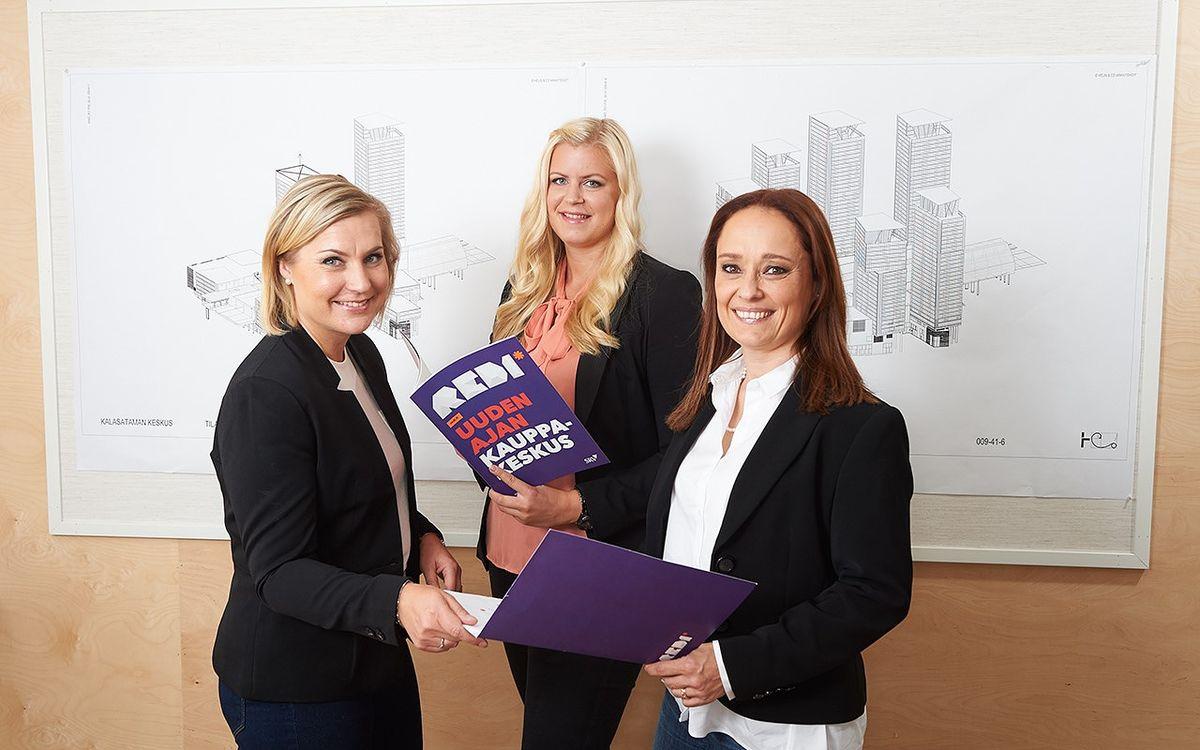 REDIn vuokraustiimin Jonna Majanen, Sofia Palin ja Pia Svensk kertovat, että REDIn liiketilat ovat herättäneet paljon kiinnostusta.
