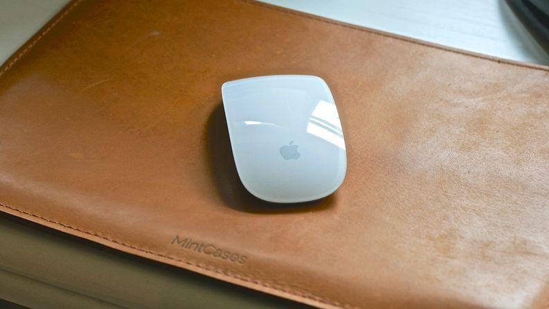 Mint Case oli mahtava löytö Etsy:stä uudelle MacBook Pro:lle. Toimii myös hyvänä hiirimattona ja on aina mukana.