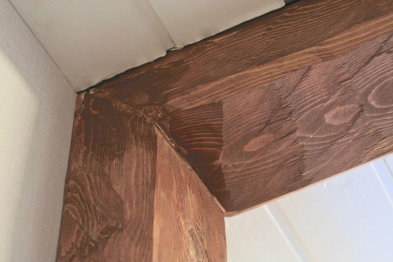 Jiiri viimeisteltiin puukolla, hiomapaperilla sekä uudella kerroksella vahaa