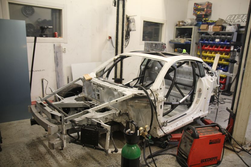 R8 bare chassis