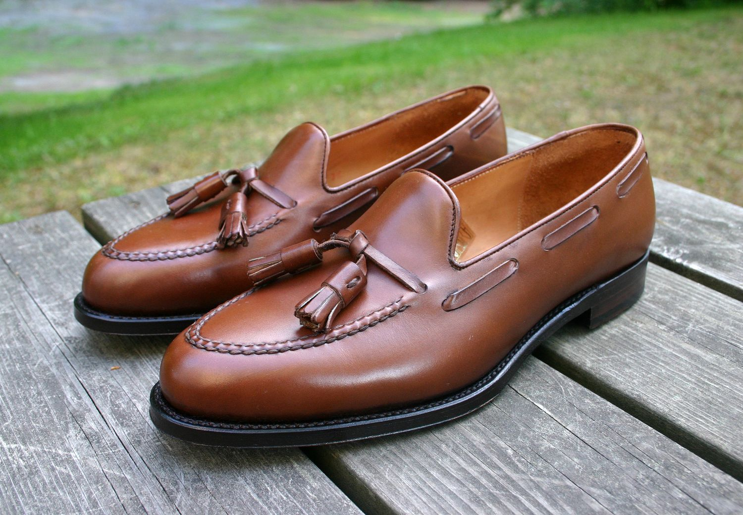 The appeal of Tassel Loafers for men this season is apparent. Loafers are an adaptable shoe to both casual and formal outfits. So if you are wondering how to wear Tassel Loafers here are some tips: The variety available to you now is devine. For me gentleman the tassel loafer looks great with.