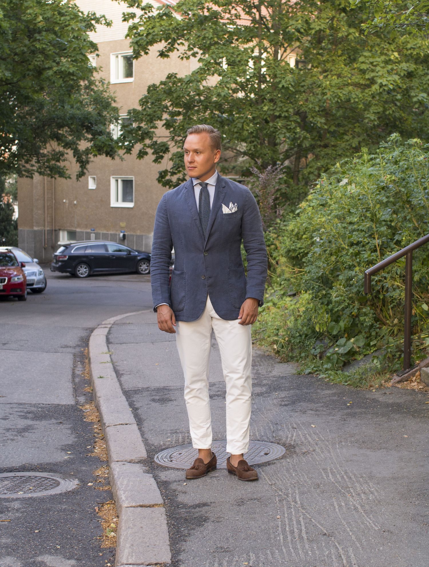 what to wear with white chinos