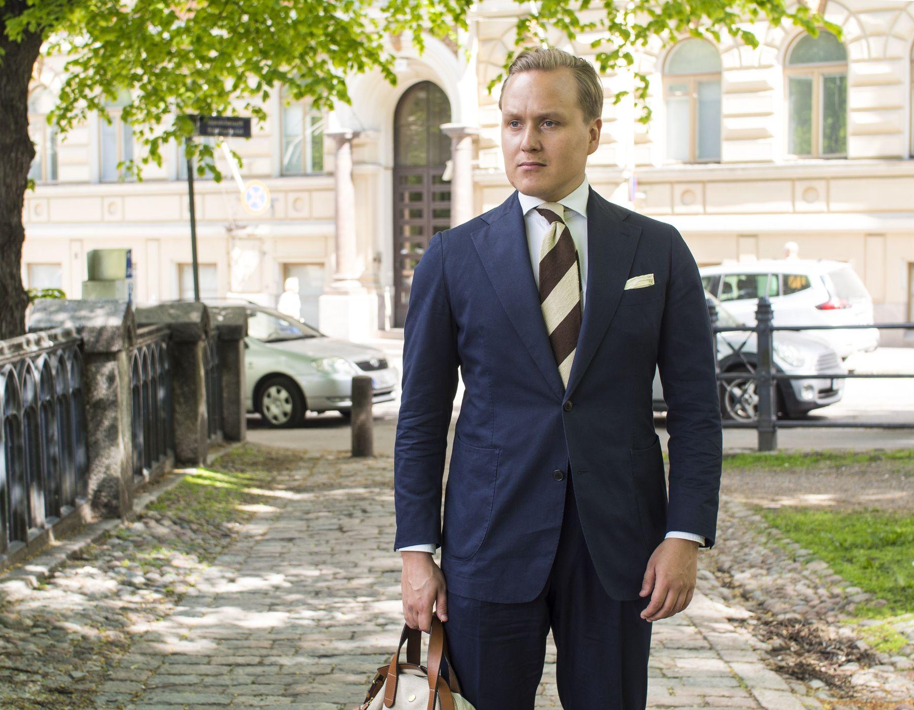 Men's Most Versatile Summer Suit - The Navy Cotton Suit