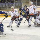 Olli Sipiläinen tekee ottelun ensimmäisen maalin.Kuva: Pekka Lehmuskallio