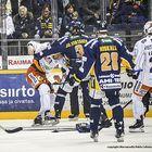 Jonne Virtanen ja Josh Green  kuumana. Kuva Pekka Lehmuskallio