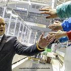 Risto Dufva vastaanottaa läpyjä. Kuva Pekka Lehmuskallio