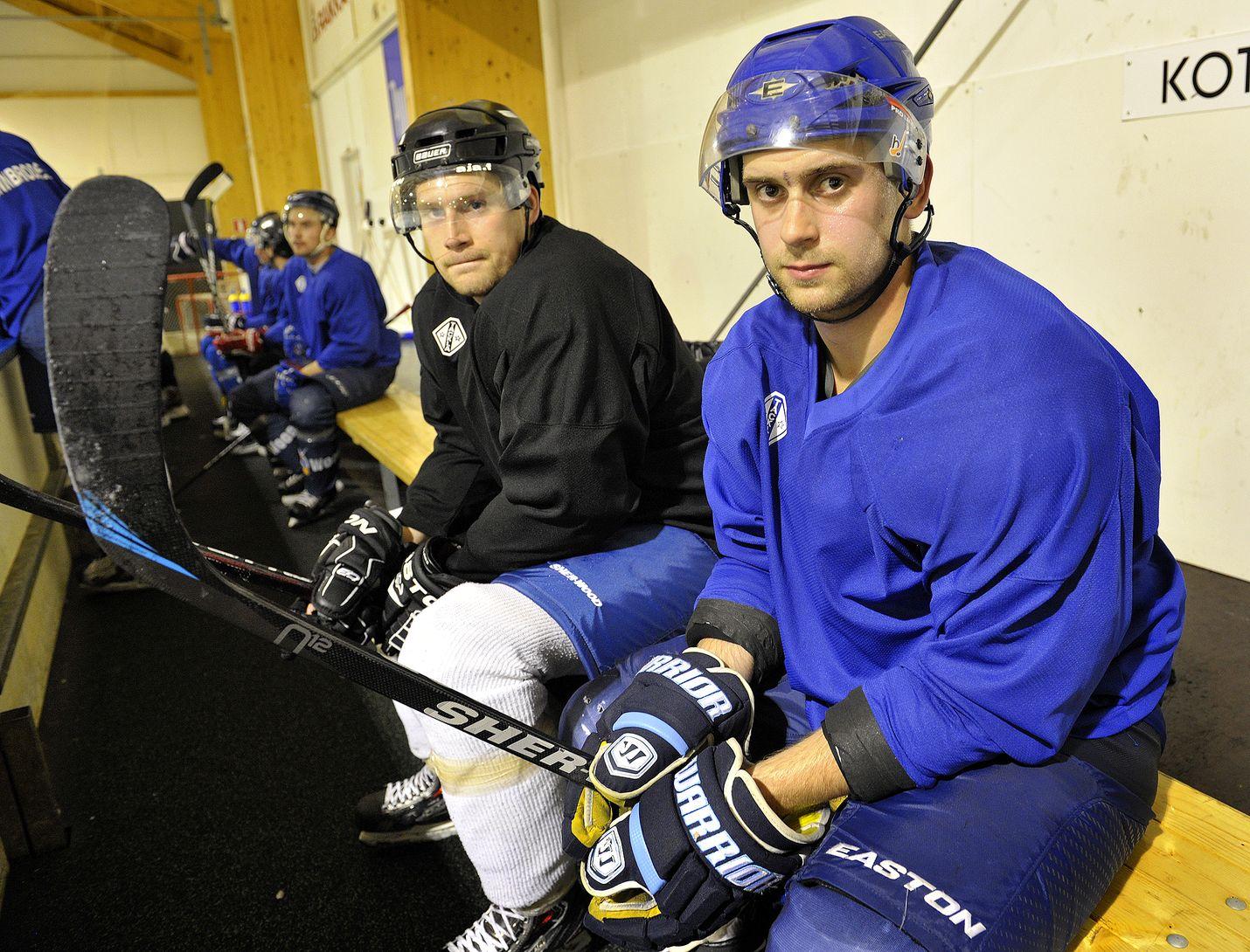 Jesse Laaksonen (vas.) kuuluu HC Satakunnan liigakokemusta omaaviin pelaajiin. Varakapteeni Riku Väkiparta on Eurajoen oma poika