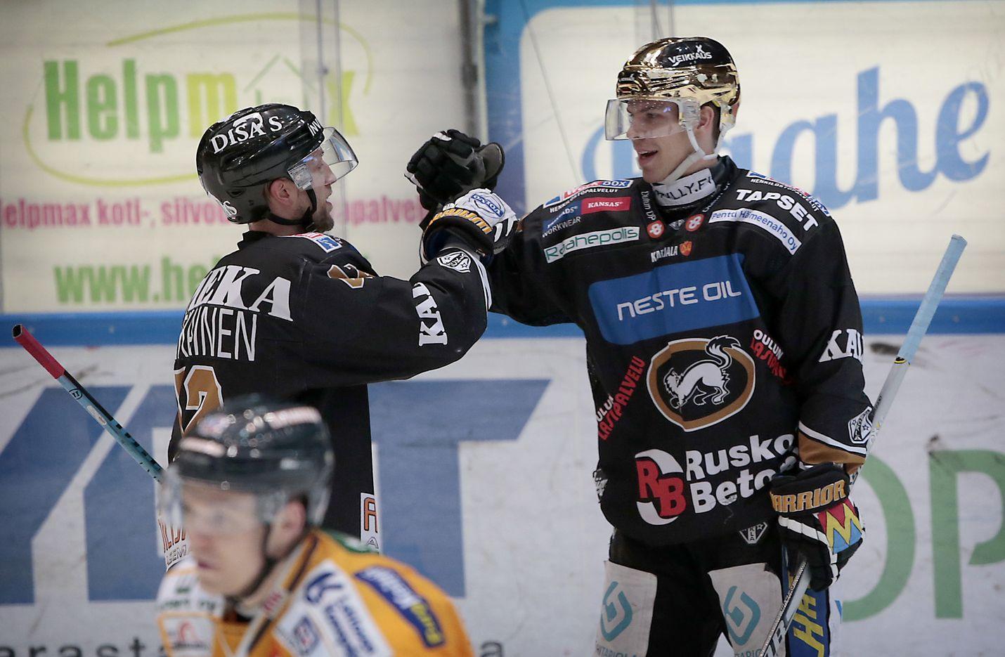 Joonas Donskoi (oik) teki kaksi maalia Lukon verkkoon.