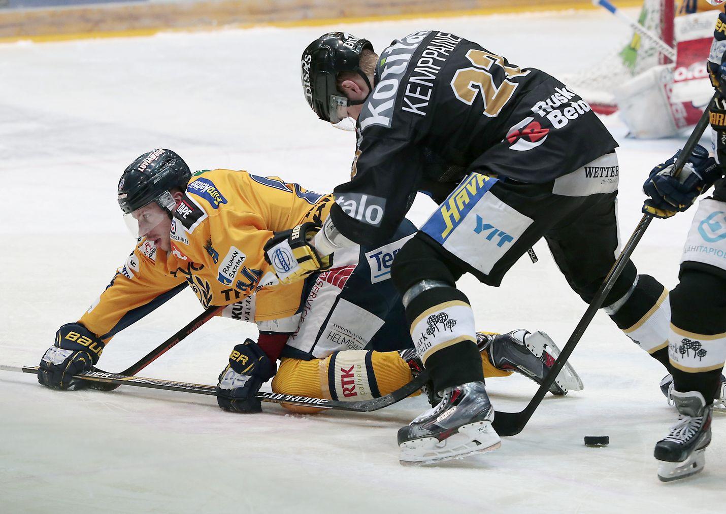 Filip Riska ja Joonas Kemppainen kamppailivat.