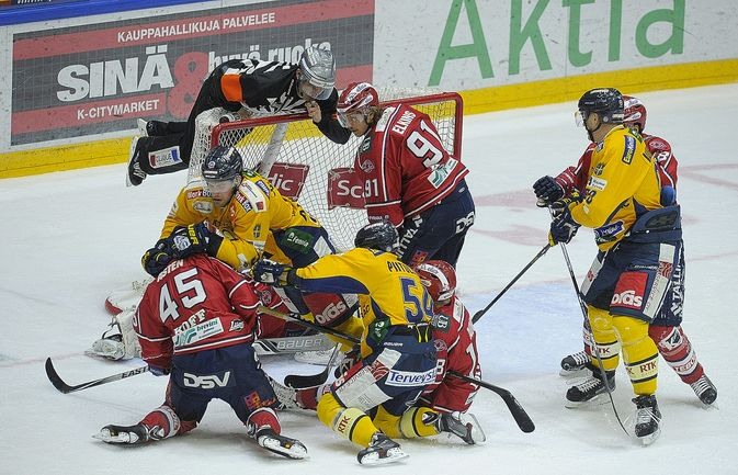 Lukko puolusti pitkään yhden maalin johtoa Helsingissä.