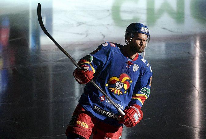 Jere Karalahti oli vielä torstaina kaatamassa Pietarin SKA:ta.