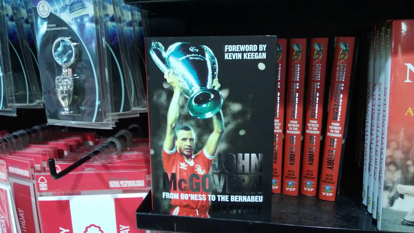 John McGovern kirjan kannessa.