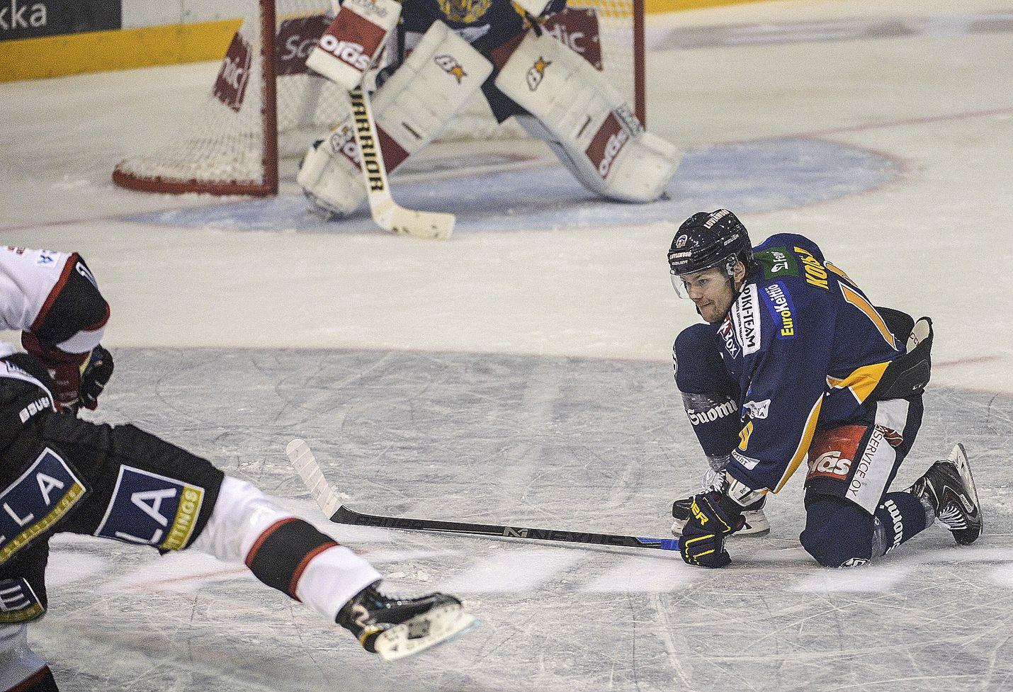 Rauman Lukosta plus/miinus-tilastossa eniten pakkasella on Mikko Kousa (-10, kuvassa). Eniten plussaa on Harri Tikkasella (+8).