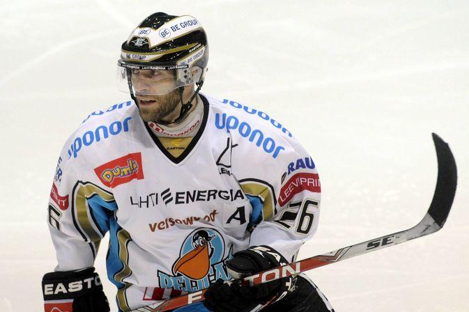 Jan Latvala on pelannut jo 1154 liigapeliä, eikä loppua näy. Kuva: Jussi Nukari.