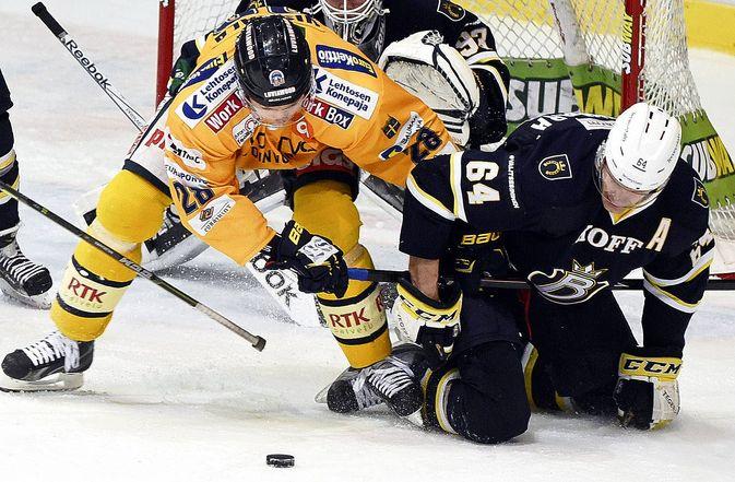 Janne Niskala Bluesin maalilla.