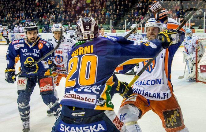 Teemu Nurmi ja Lukko väänsivät kaksi seitsemän ottelun sarjaa pudotuspeleissä 2014. Bluesin Lukko kellisti, Tapparaa ei.