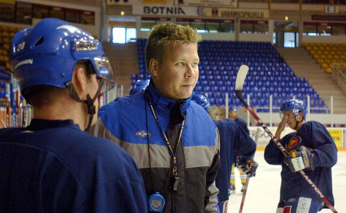 Rauma on tuttu kaupunki Jarno Pikkaraiselle. Hän toimi kahtena kautena 2006-08 Lukon apuvalmentajana ennen kuin siirtyi Mestikseen valmentamaan päävalmentajana Jokipoikia ja Jukureita.