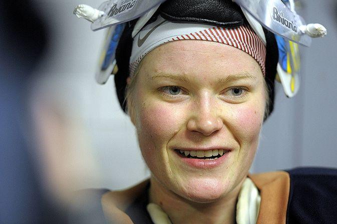 Noora Räty on antanut monta haastattelua aiheesta millaista on pelata miesten kanssa.