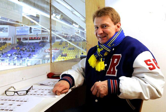 Risto Leino selostaa suorina Lukon ottelut Pitsiturnauksessa.