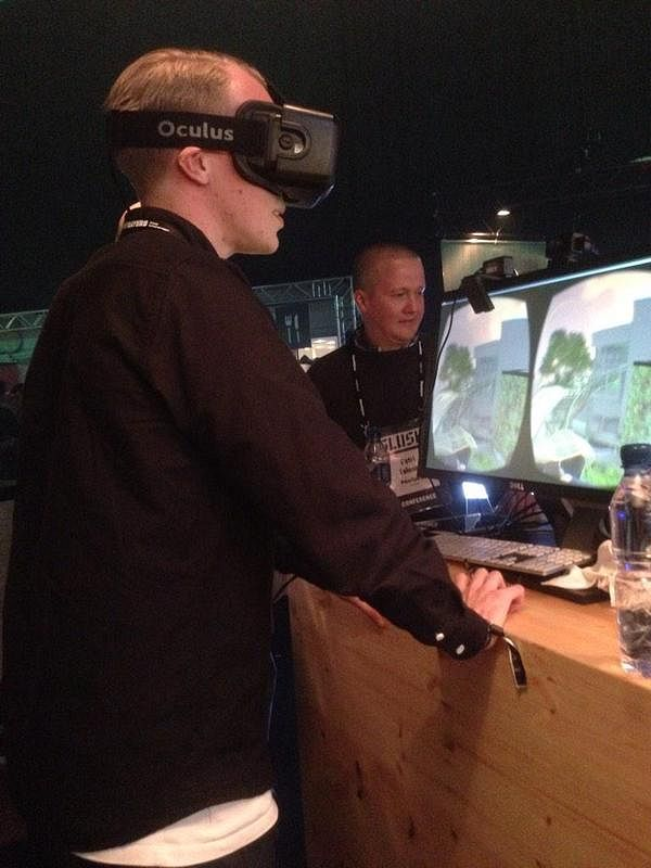Trying out Oculus Rift at FutuCafé 2014