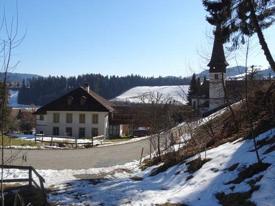 Gleich nach der Dorfkirche Signau gehts steil bergauf Richtung Blaseflue.