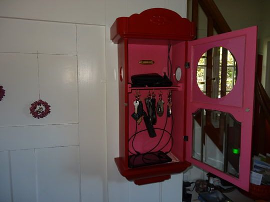 Vom Uhrenkasten zur praktischen Handy-Aufladestation.