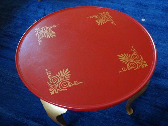Aufgemöbelt fürs Wohnzimmer: ein runder Tisch.