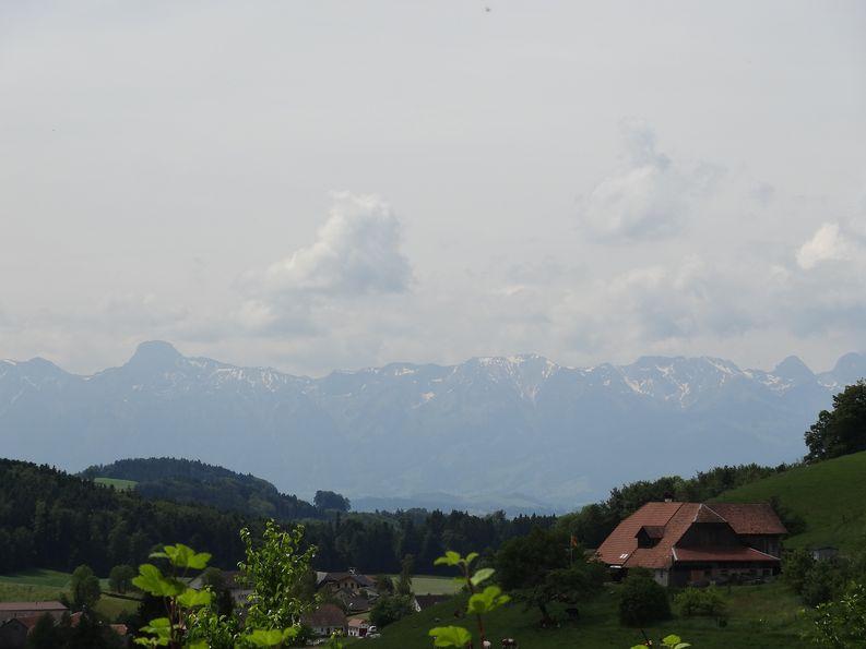 An klaren Tagen lassen sich vom Rüttihubelbad auch die Berner Alpen bewundern.