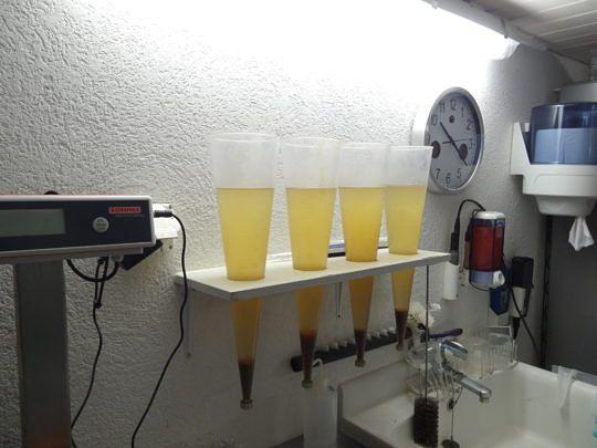 Im hauseigenen Labor wird die Wasserqualität laufend geprüft.