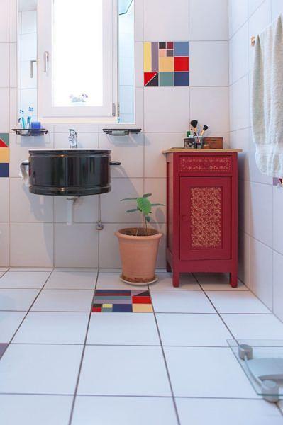 Möbel Nr. 1 steht bis heute im heimischen Badezimmer. (Bild: Familie Hofer)