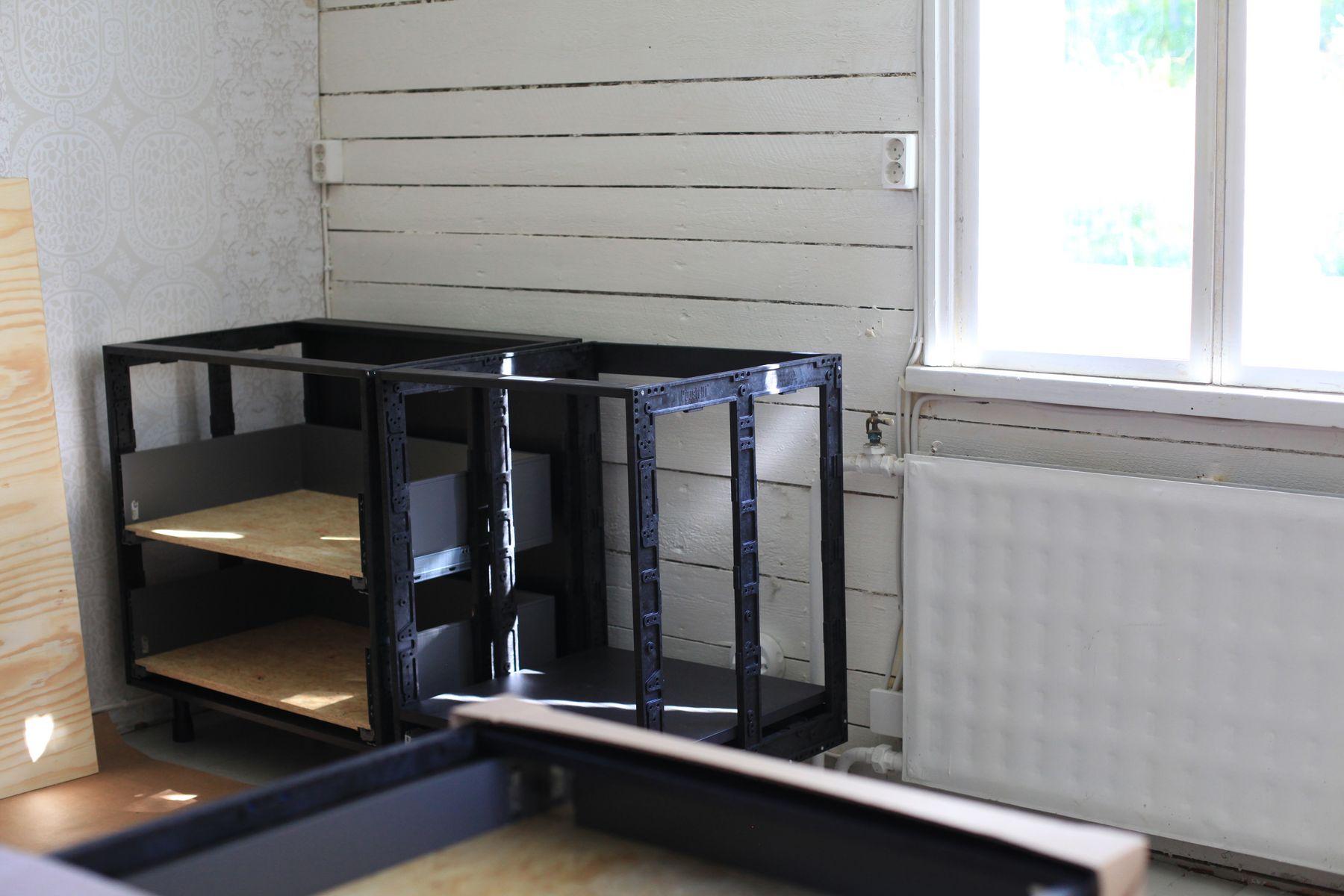 Anun Miinus keittiö, osa 6, keittiön asennus alkaa  Puustellin blogi
