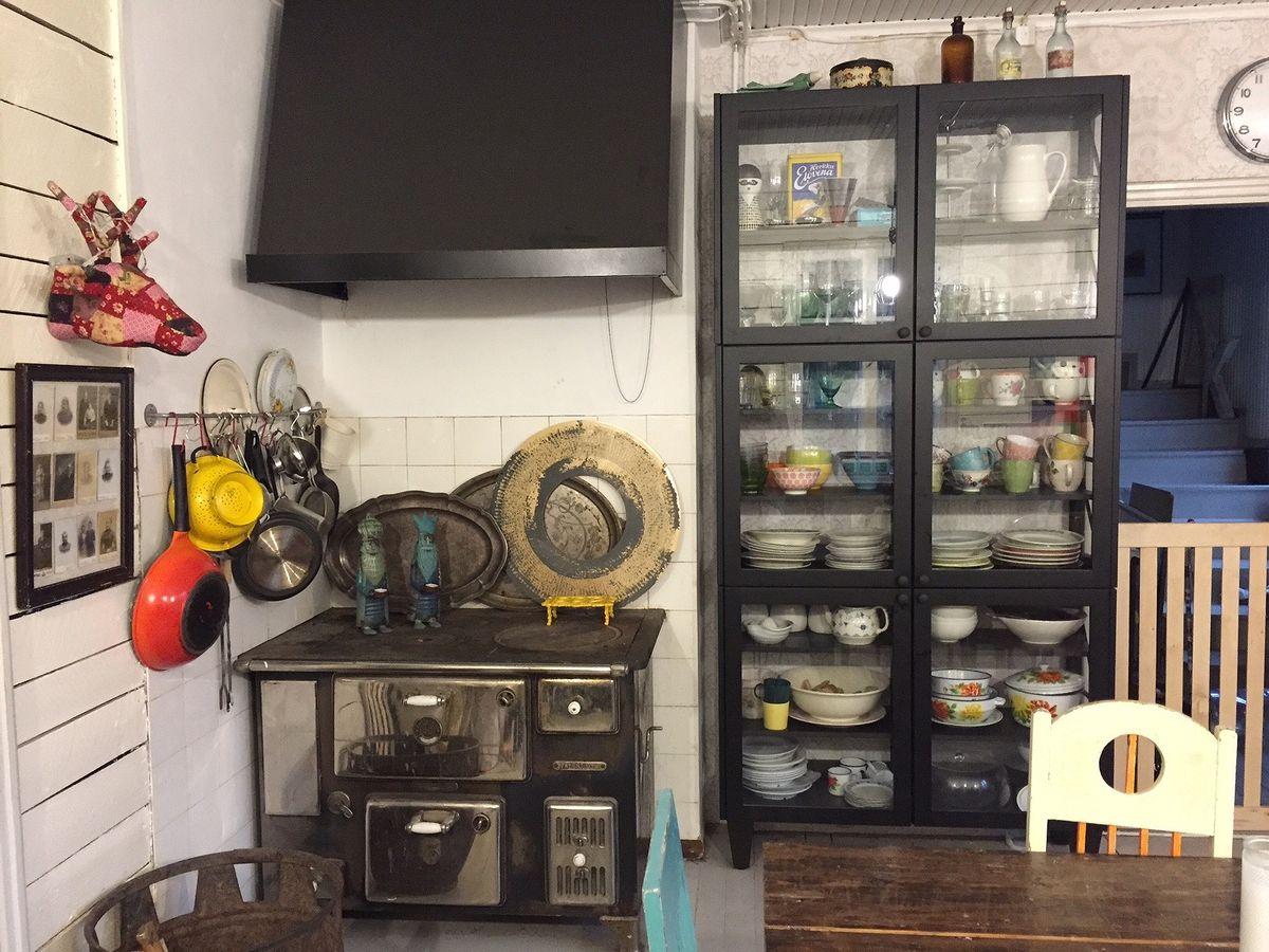 Anun Miinus keittiö, osa 11 Viimeinen silaus ja kahvit kiehumaan  Puustelli
