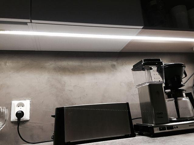 Uudistettu keittiö, valaistus LED nauhalla  Elämäni valot