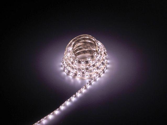 LED nauhan asentaminen lasivitriiniin  Elämäni valot