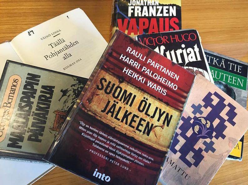 Suurimpien puolueiden puoluejohtajien lempikirjoja. Kuva: Rakel Liekki