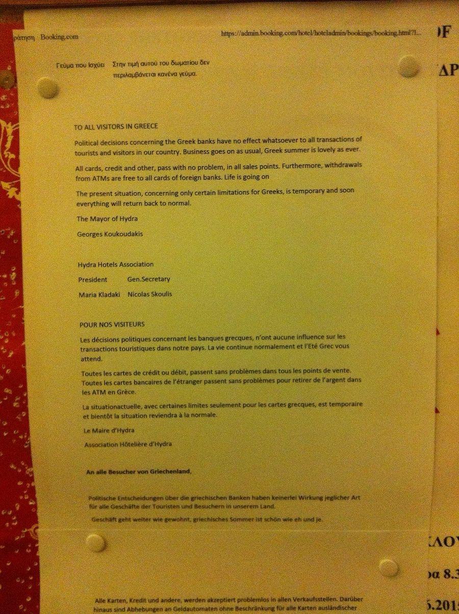 Hydra-kaupungin pormestari oli laatinut kirjeen, jolla vakuuteltiin turisteja siitä, että kriisinkin keskellä kaikki on ok. Kuva: Sami Vitikainen