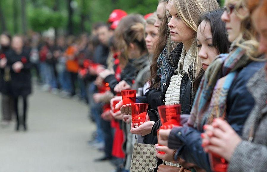 Aidsiin menehtyneiden muistopäivä toukokuussa 2011 Moskovassa. Kuva: Sergei Ilnitsky / EPA