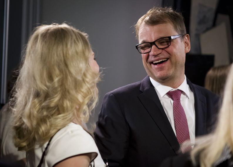 Juha Sipilä keskustan vaalivalvojaisissa vaali-iltana 19.4. Kuva: Tuomo Björksten.