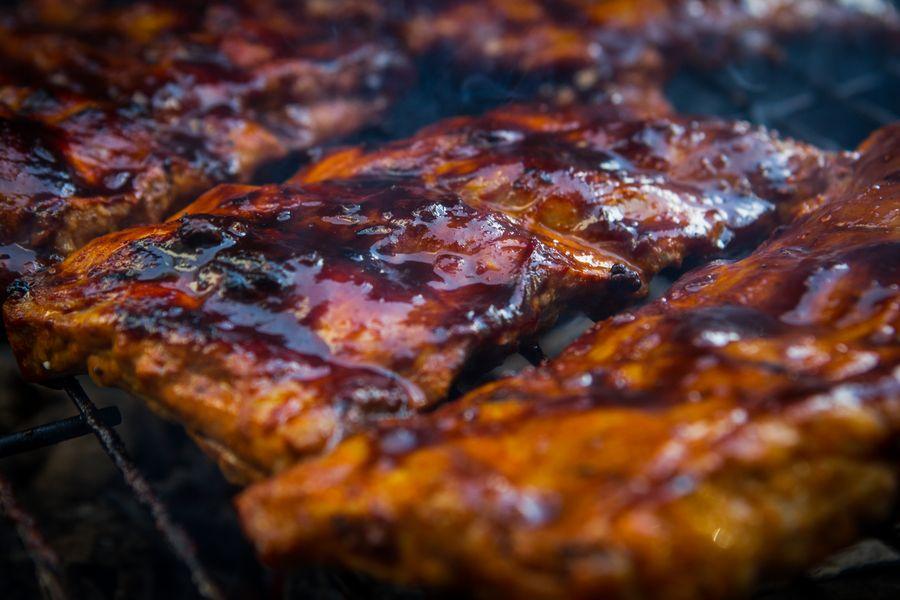 Herkut kypsyy, kun grilli on tarpeeksi kuuma. Kuva: Tuomo Björksten / Yle