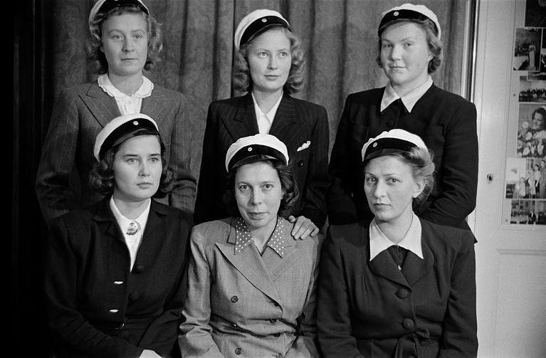 Kuusi ylioppilasta, 1945. Kuva: Helsingin kaupunginmuseo, valokuvaaja Väinö Kannisto.