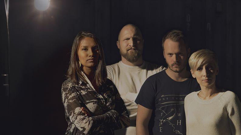 Susani Mahadura, Karri Miettinen, Dan Granqvist ja Rakel Liekki sulkeutuvat vuorokaudeksi konttiin elokuussa. Kuva: Jyrki Valkama/Yle