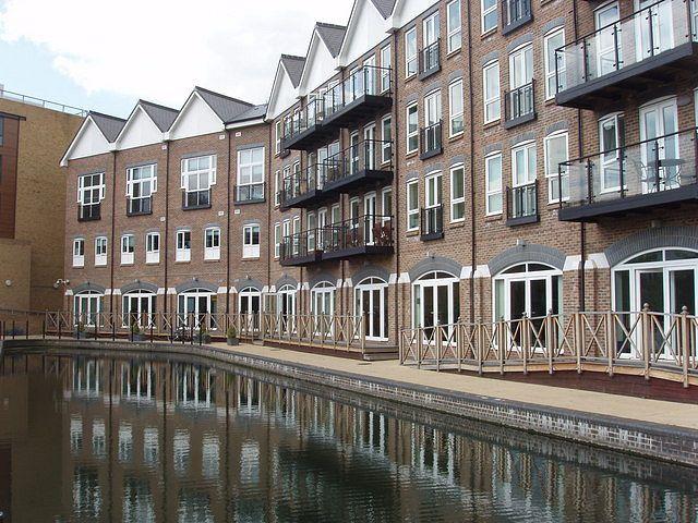 Brentfordin kanava-allas Lontoon Hounslowssa. Kuva: Wikipedia Commons.