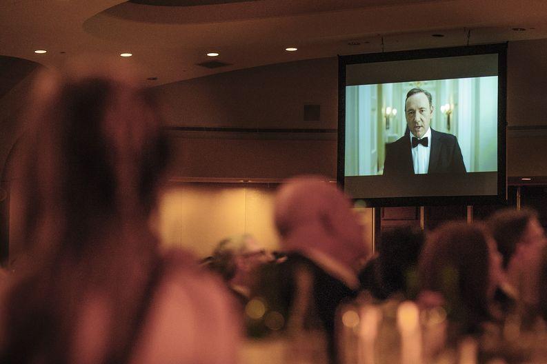 House of Cardsin päähahmoa Frank Underwoodia näyttelevä Kevin Spacey esittäytyi Valkoisen talon kirjeenvaihtajille huhtikuussa 2013.