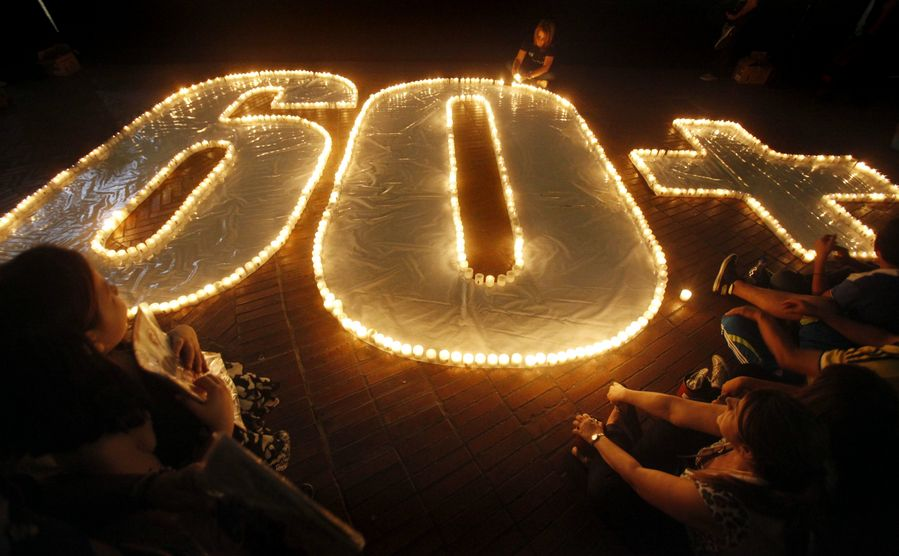 Earth Hourin aikana valot sammutetaan tunniksi. EPA/CHRISTIAN ESCOBAR MORA