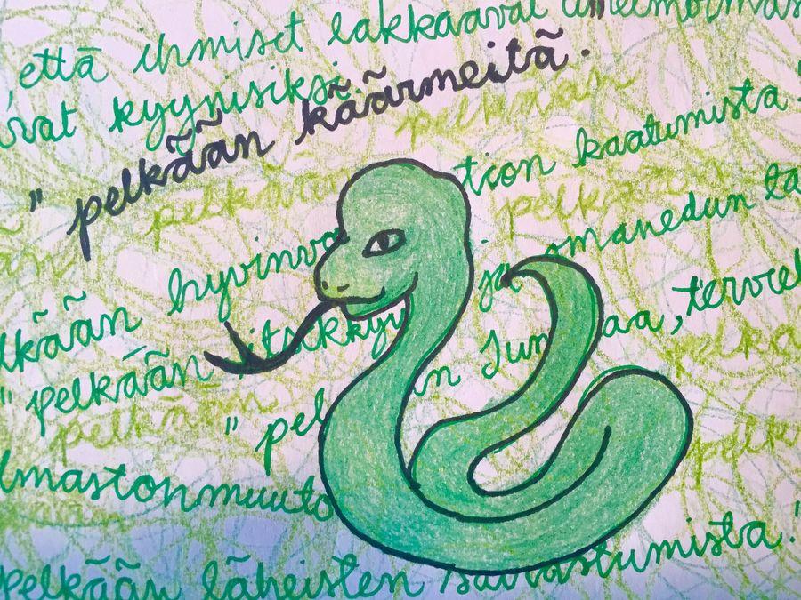 Päivi Räsänen (kd.) kertoi Kioskin kyselyssä pelkäävänsä käärmeitä. Kuvitus: Rakel Liekki