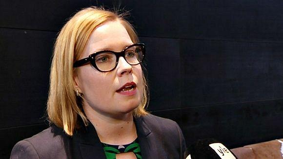 Sosiaali- ja terveysministeri Laura Räty (kok). Kuva: YLE
