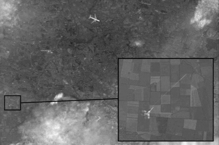 В ноябре среди финских пользователей Фейсбук распространяли  «сенсационную» фотографию,  в которых утверждали, что пассажирский самолет Malaysia Airlines был сбит истребителем Украинской армии. Фотография: Reuters
