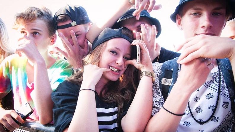 Ruisrock-kansaa. Kuvan nuoret eivät liity juttuun. Kuva: Katariina Salmi / YleX