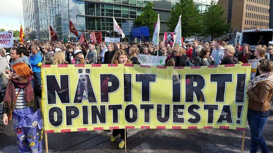Koulutusleikkausten vastainen mielenosoitus Helsingin keskustassa. Kuva: Jaana Lampinen / Yle