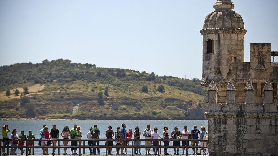 Turistit Portugalissa. Kuva: EPA/Mario Cruz